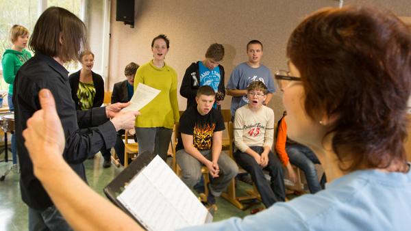 ORFFeus, die Musikgruppe der Janusz-Korczak-Schule in Chemnitz bei den Proben. / Foto: D. Hösel